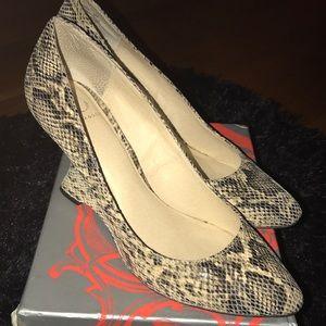 "Kelsi Dagger Shoes - Kelsi dagger ""adore"" snake print pump !"